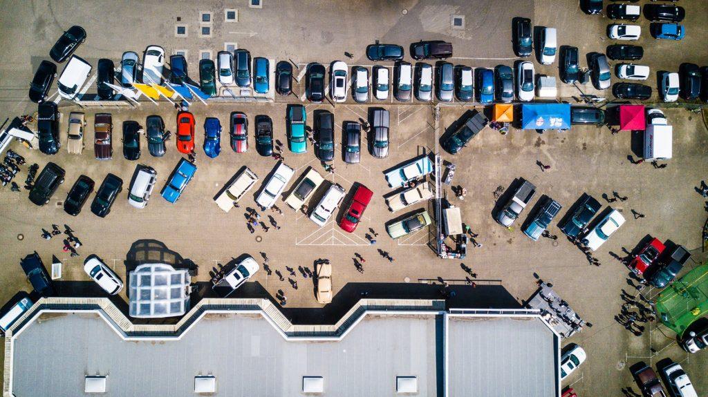 estacionamiento-visto-desde-arriba