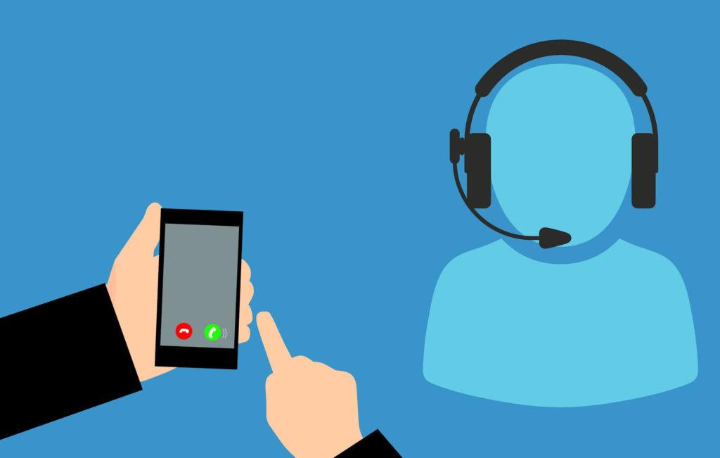 hombre-con-telefono-llamando-a-atencion-al-cliente