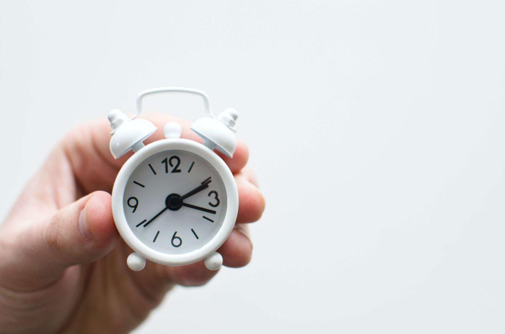 reloj-marcando-las-dos-y-dieciocho