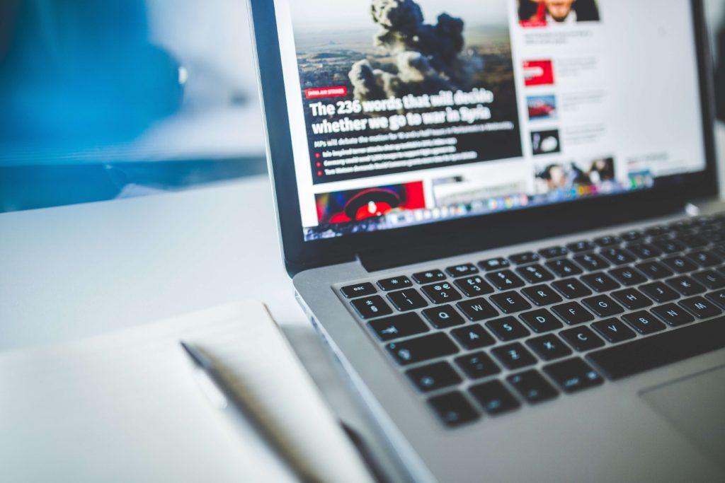 laptop-con-noticias