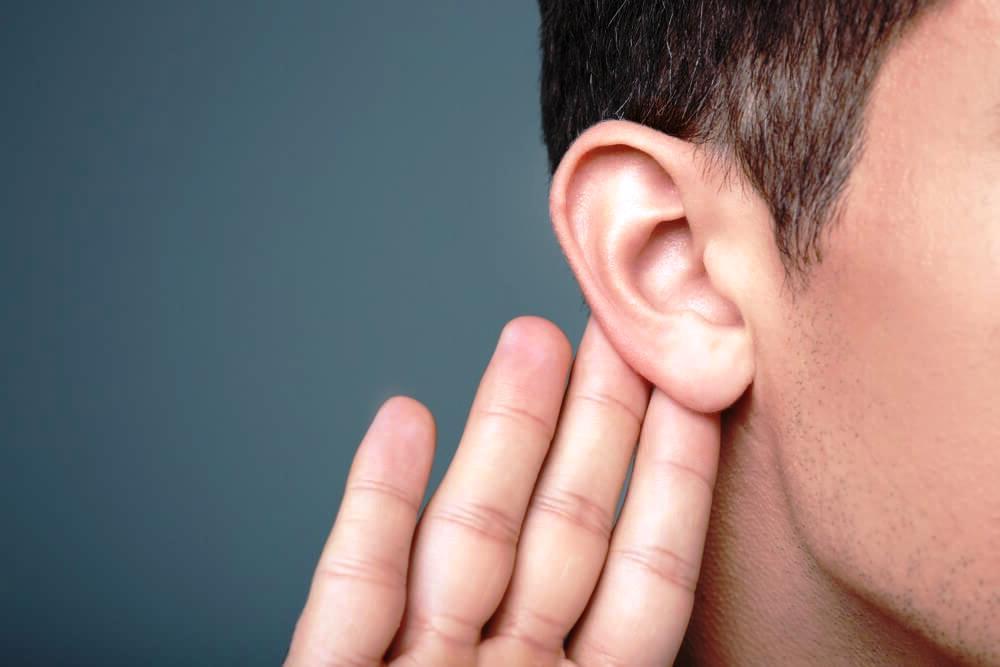 hombre-escuchando